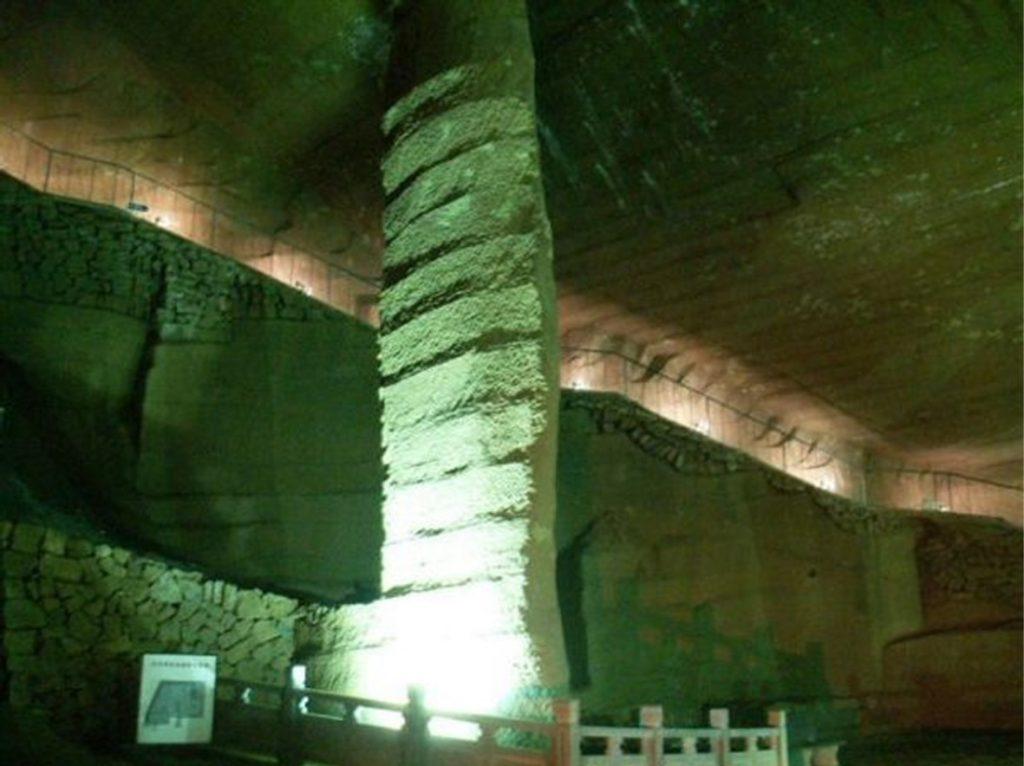 Stĺpy sú vysoké cez 10 metrov.