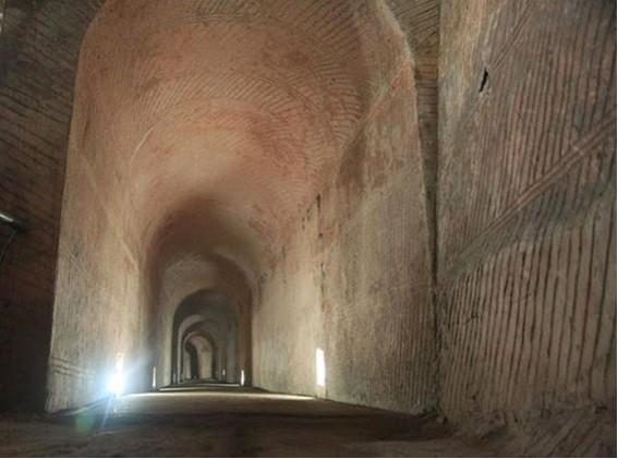 Niektorí tvrdia, že možno bolo v pláne jednotlivé jaskyne prepojiť.